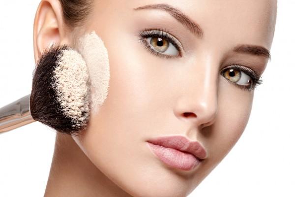 Auf Sie perfekt abgestimmtes Braut Make-Up, gern auch Make-Up für weitere Gäste, wie zum Beispiel die Brautjungfern